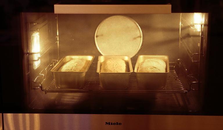 Brød i ovnen.